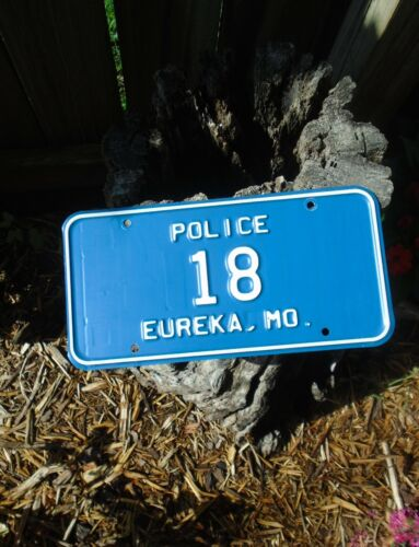vintage EUREKA MISSOURI Police License Plate # 18, very nice BLUE!