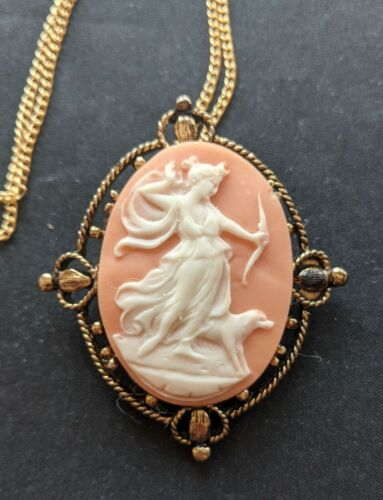 Vintage Greek Goddess Diana Cameo Necklace Pendant Brooch Neat 4 hearts setting