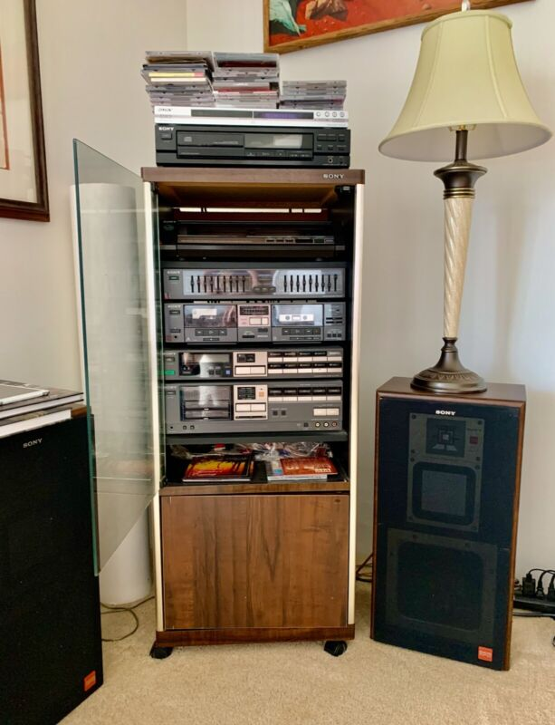 VINTAGE SONY Complete turntable, cassette, stereo system with speakers
