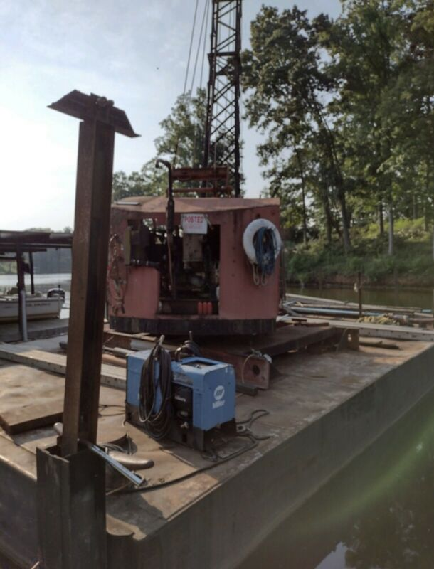 barge crane Fully Functional 40ft by 21ft boom lenght 64ft detroit 353