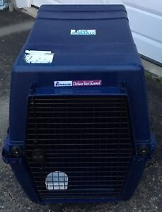 Navy Deluxe Petmate large to x-large used kennel
