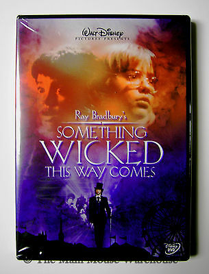 Disney Bradbury Something Wicked This Way Comes Haunted Carnival Halloween DVD](Disney Family Halloween Movies)
