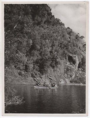 Photo ancienne n&b chili pucón pucon la rinconada barque forêt vers 1950 chile