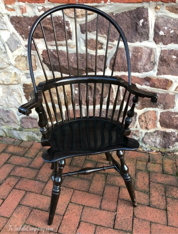 Spectacular Wallace Nutting Vintage Bowback Knuckle-arm Windsor Chair - Antique