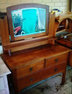 Antique English oak dressing table