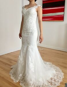 $500 Mermaid tail wedding dress with full accessories