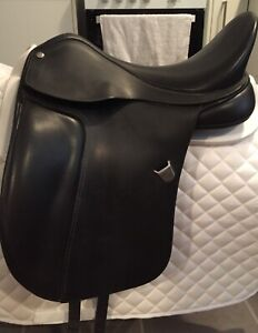 Excellent condition black leather Bates dressage saddle with CAIR