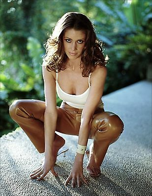 Shannon Elizabeth Unsigned 8X10 Photo  46