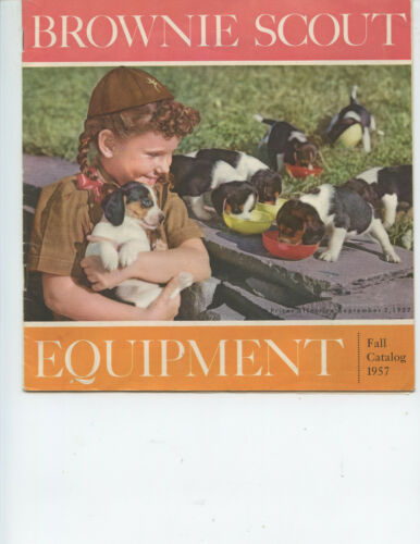 """1957 """"BROWNIE SCOUT EQUIPMENT CATALOG"""" (23 PAGES, GIRL SCOUTS, VARIETY OF ITEMS)"""