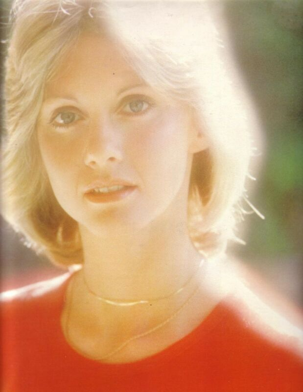 MINT Olivia Newton-John 1976 Japan Tour Book Program with Poster / Randy Edelman