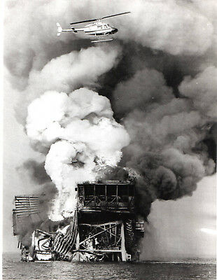 1970 Vintage Press Photo Helicopter Burning Shell Oil Co  Platform New Orleans