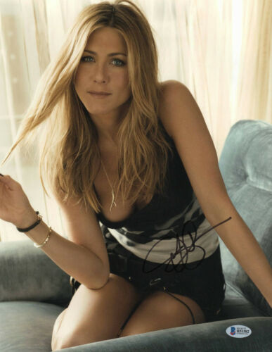 SEXY JENNIFER ANISTON SIGNED 11X14 PHOTO AUTHENTIC AUTOGRAPH BECKETT BAS COA 3