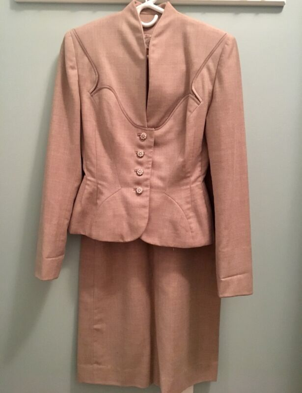 1940's -50's Vintage Ladies Suit! Stylish and chic!