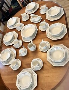 10 piece set of dishes