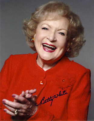 Betty White Autographed Signed 8x10 Photo ( The Golden Girls ) REPRINT