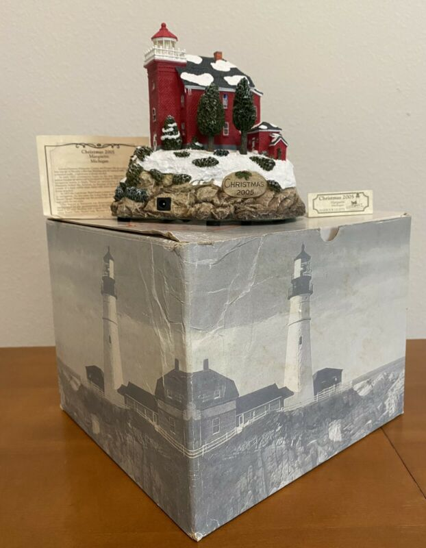 2005 HARBOUR LIGHTS LIGHTHOUSE CHRISTMAS MARQUETTE MICHIGAN #720 w/ BOX & COA