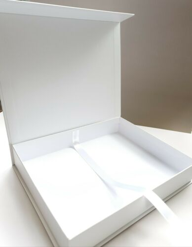 Gift Box with Magnetic Lid