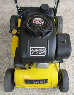 4 STROKE LAWN MOWER,EXCELLENT ENGINE.NO CATCHER!
