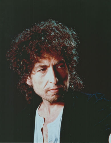 BOB DYLAN 8 X 10 PHOTO WITH ULTRA PRO TOPLOADER