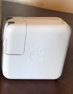 APPLE charger for iPad, iPhone or iPod