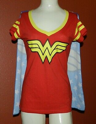 Wonder Woman T Shirt Cape (Wonder Woman T-shirt With Cape Jr Juniors Size Medium)