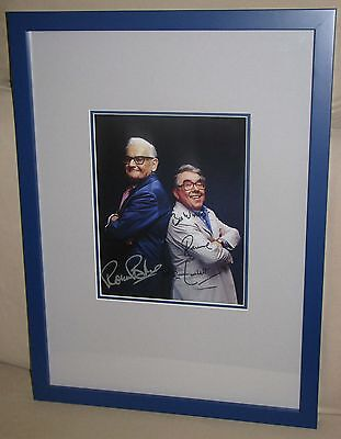 THE TWO RONNIES RONNIE BARKER & RONNIE CORBETT SUPERB SIGNED FRAMED PHOTO