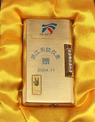 VICTORY TANCY GOLD TONE ASIAN CIGARETTE CIGAR TOBACCO LIGHTER & CASE