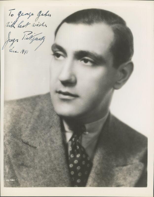 Gregor PIATIGORSKY (1903-1976): Signed Photograph (CELLO) (CELLIST)
