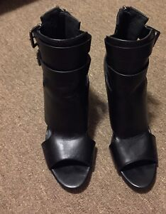 Ladies size 9 open toe boots