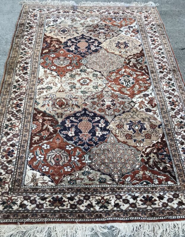 AN ATTRACTIVE ALL OVER DESIGN KASARI RUG