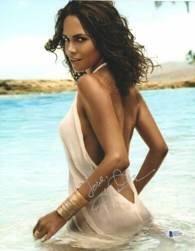 SEE THRU HALLE BERRY SIGNED 11X14 PHOTO AUTHENTIC AUTOGRAPH BAS BECKETT COA 13