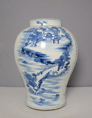 Large  Chinese  Blue and White  Porcelain  Jar    M1509
