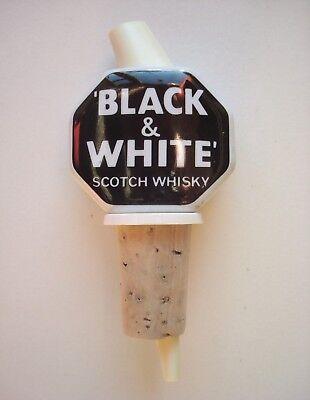 Whisky 'Black & White'. - Bouchon doseur en porcelaine. - Vintage années 70.
