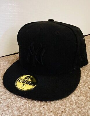 New Era Black Snapback Cap - 7 1/4