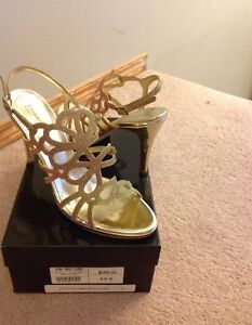 Brand new Town shoes sparkly gold heels size 9.5