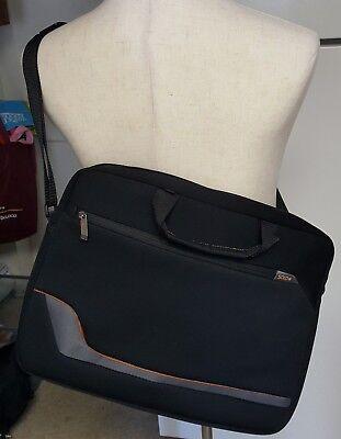 Solo Laptop Messenger Shoulder Bag Padded Large Soft Black 14