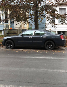 Selling Dodge Charger 2007 (or parts) Engine not working)