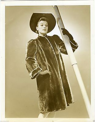 1940 Hat Alaskan Sealskin Fur Women's Fashion Vintage Press Photo Matara Brown