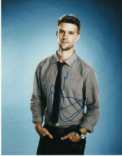 JESSE SPENCER signed (HOUSE) TV SHOW 8X10 photo *Dr Robert Chase* W/COA #1
