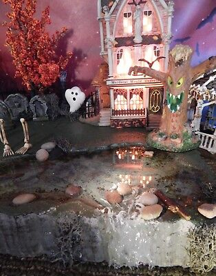 Village 56 Halloween (SPoOkY Halloween Village SWAMP pond WATERFALL Dept 56 Display platform)
