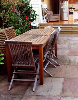 Wanted: Outdoor dinning setting, with 6 chairs