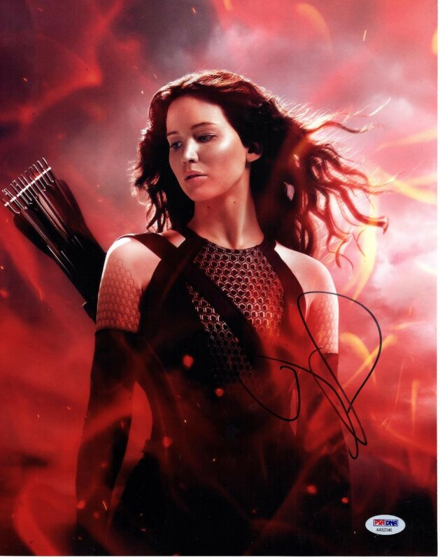JENNIFER LAWRENCE SIGNED 11X14 THE HUNGER GAMES PHOTO! AUTOGRAPH! SEXY! PSA DNA!
