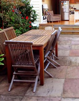 Wanted: Outdoor dinning setting (including 6 chairs)