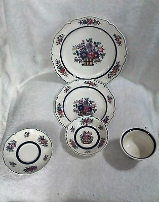 NM 923 WEDGEWOOD FLORAL BASKET SCALLOPED EDGE DINNERWARE