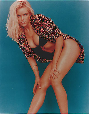 GINA LEE NOLIN 8 X 10 PHOTO WITH ULTRA PRO TOPLOADER
