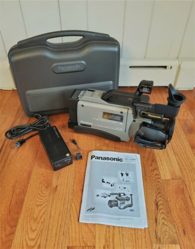 VINTAGE PANASONIC AG-195MP VHS MOVIE CAMESCOPE VIDEO CAMERA WITH CASE & MANUALS