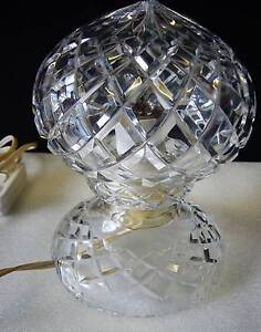 VINTAGE CRYSTAL BEDSIDE TABLE LAMP - IN WORKING ORDER - (2) Cooranbong Lake Macquarie Area Preview
