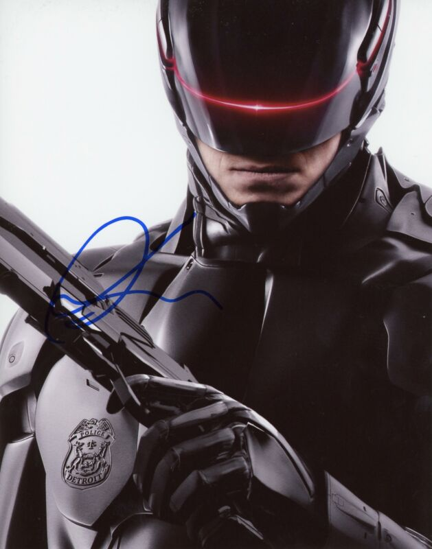 "Joel Kinnaman ""RoboCop"" AUTOGRAPH Signed 8x10 Photo"