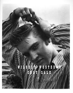ELVIS-PRESLEY-Rare-PHOTO-Combing-Hair-Candid-YOUNG-50s-POSE-sexy