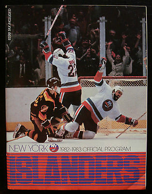 NY Islanders Official NHL Game Program 1982-83 (Bossy/Tonelli Cover)